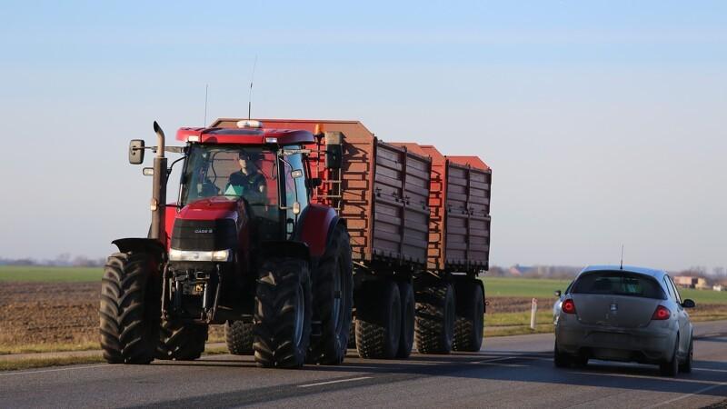 Frifundet for kø-kørsel med traktor