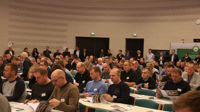 200 maskinstationsfolk fyldes med viden