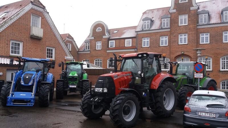 Nye traktorflåde til Asmildkloster Landbrugsskole