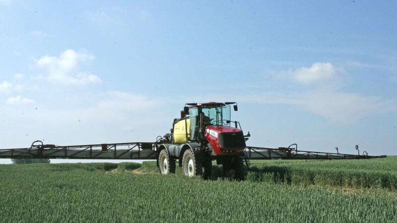 Vejret får landmænd til at sprøjte mindre