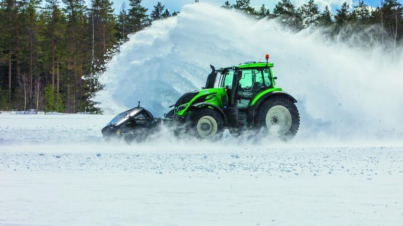 Årets traktor rydder sne med rekordfart