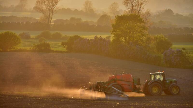 Landboforening kører skyts på standby i sag om sprøjteforbud