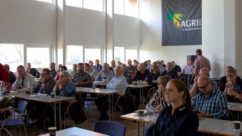 Mange interesserede i møde om minkbranchen