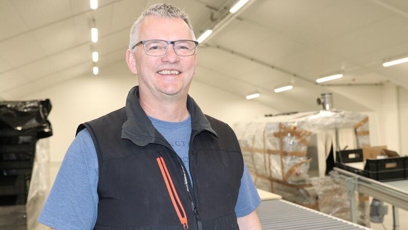 Soldaterfluer skal levere 100 tons larver om dagen hos Enorm