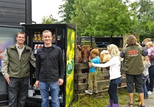 Arla og Zoo København opstiller mælkeautomat