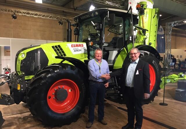 Fem ens traktorer til samme kunde
