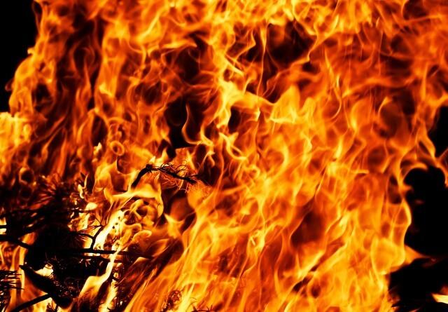 Voldsom gårdbrand ved Vejle