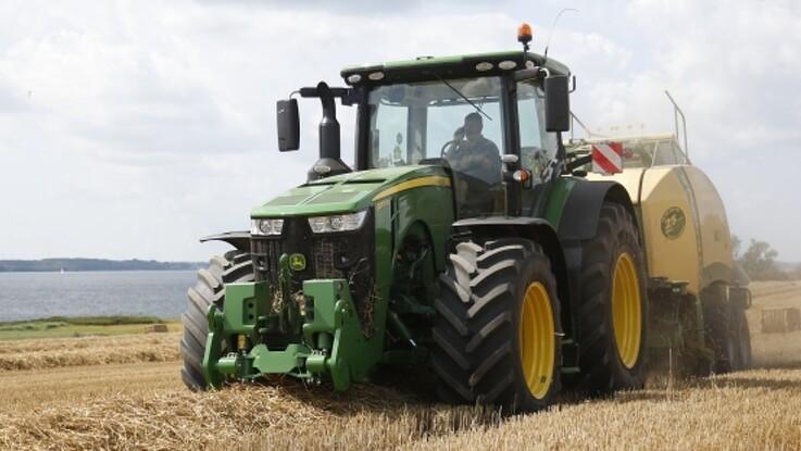 Samarbejde mellem traktor og presser skal reducere presserens stempelslag