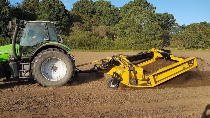 Ny maskine skal fritlægge mere kvikgræs