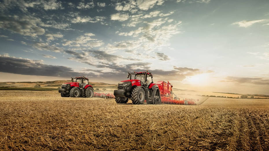 CaseIH_Magnum_340_Magnum_340_Rowtrac_group_shot_Horsch_Implement_082019