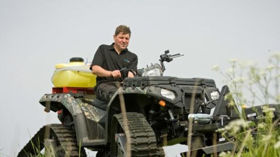 ATV med servostyring og blødbundsudstyr